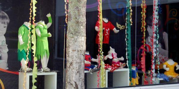 Decoraç u00e3o e Projetos Decoraç u00e3o de Carnaval para Vitrines -> Decoração De Loja Carnaval