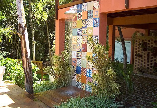 ideias baratas jardins:Decoração e Projetos – Áreas de lazer decoradas com chuveiro