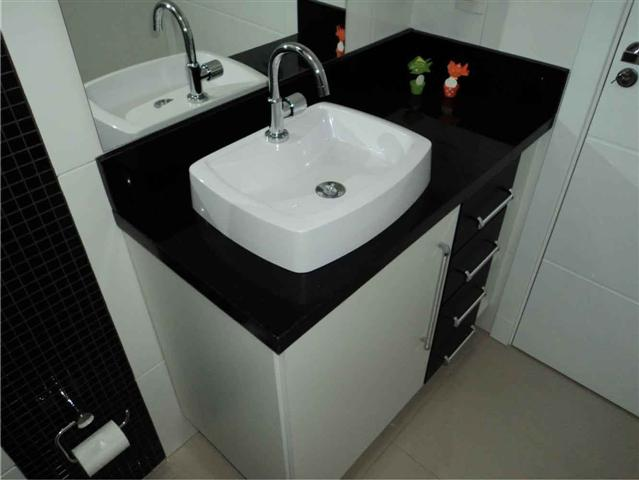 Decoração e Projetos BANHEIROS DECORADOS COM GRANITO PRETO -> Banheiro Decorado Com Granito Preto
