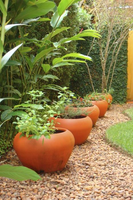 Decoração e Projetos – Fotos de jardins com vasos decorados