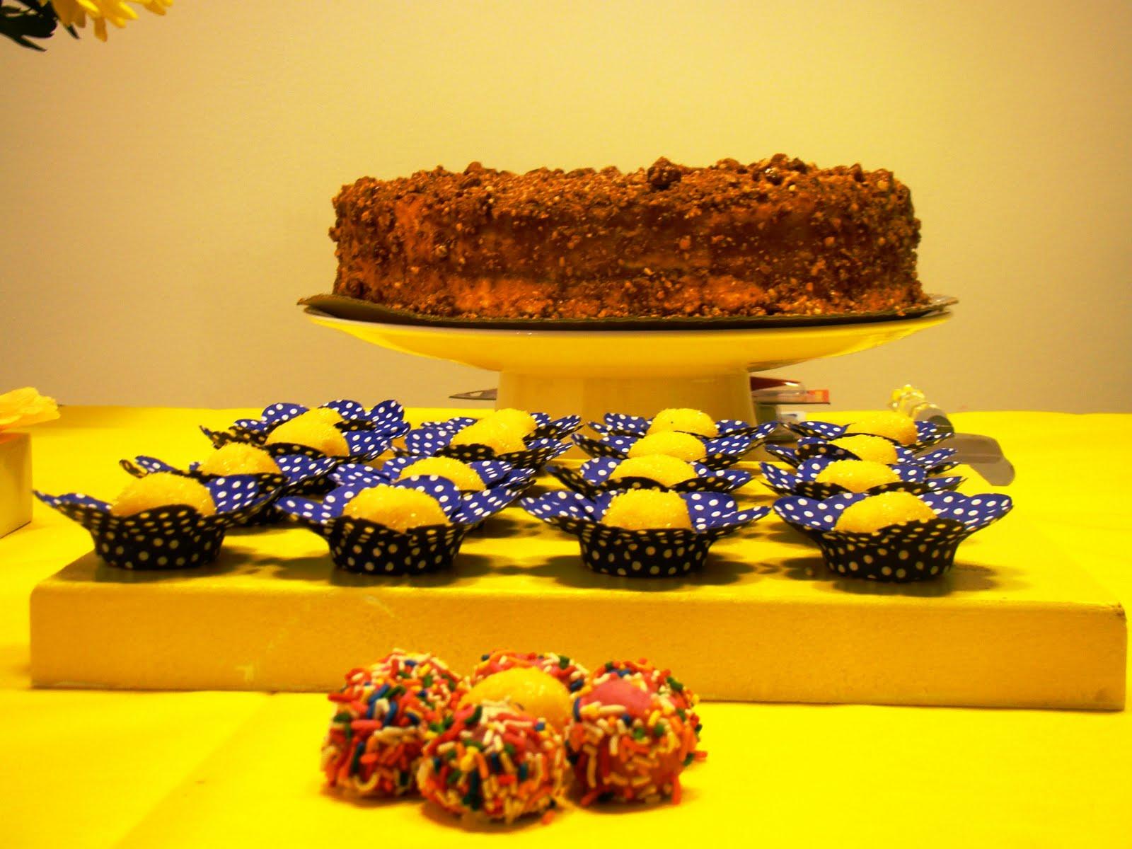 decoracao festa infantil azul e amarelo:Decoração e Projetos – Decoração de festas com TNT
