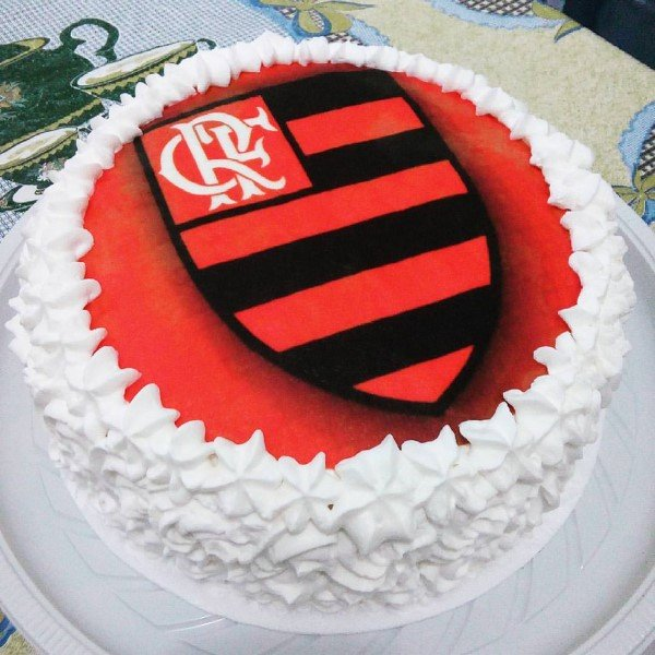 bolo do flamengo com chantilly e papel de arroz