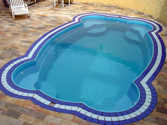 Decora o de piscinas de fibra for Piscina de fibra elevada