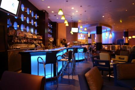 Decora o de bares noturnos fotos for Bares de madera modernos