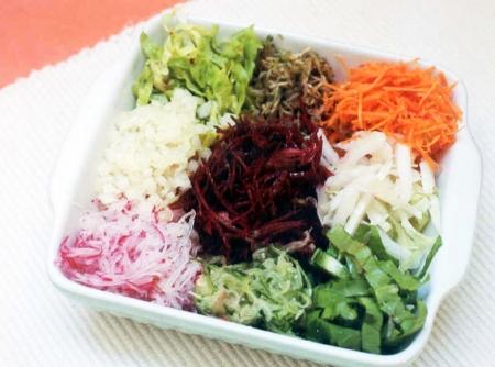 pratos decorados com legumes e verduras