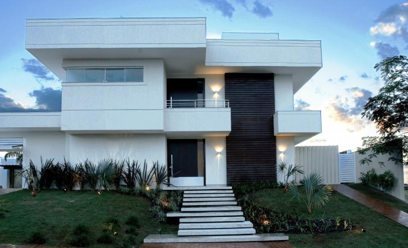 Decora o e projetos casas com telhado embutido fotos for Fachadas de casas modernas iluminadas