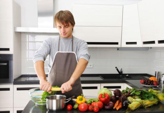 A decoração de cozinhas para homens pode seguir o estilo do dono da casa e ser desde mais simples até mais moderninha (Foto: Divulgação)