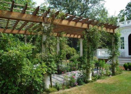 A decoração com pérgolas no jardim deixará sua casa muito mais diferenciada (Foto: Divulgação)