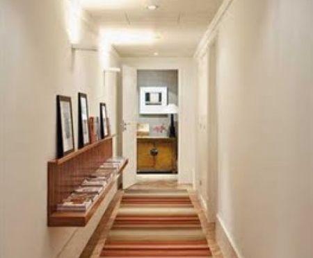 Montar uma decoração para corredor pequeno pode ser uma ótima saída para repaginar o visual de sua casa sem gastar muito (Foto: Divulgação)