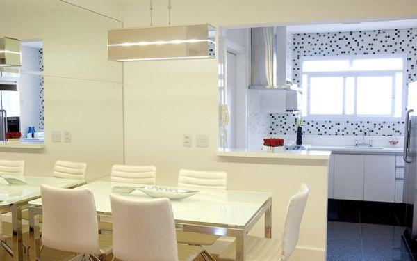 Decorar a parede de cozinha americana de uma forma diferenciada pode repaginar completamente toda a decoração de sua casa (Foto: Divulgação)