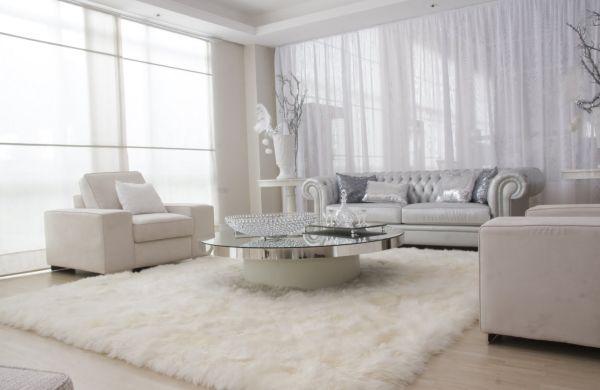 Decoração com tapetes felpudos deixa o espaço mais aconchegante e acolhedor (Foto: Divulgação)