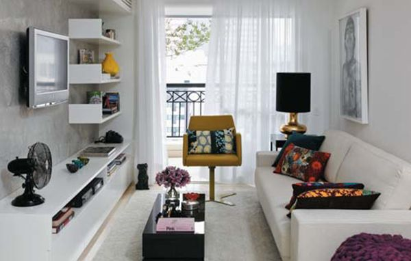 É possível decorar uma sala estreita e deixá-la mais ampla, além de muito mais charmosa (Foto: Divulgação)