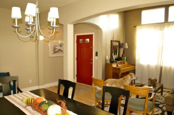 A decoração com portas coloridas deixará sua casa muito mais divertida e diferenciada (Foto: Divulgação)
