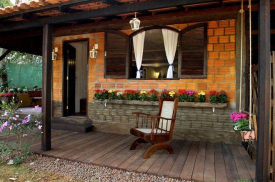 Um projeto de casas pequenas para sítio pode ter orçamento bem mais barato de você investir em materiais alternativos para construção e acabamento (Foto: Divulgação)