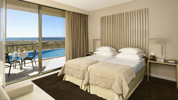 A decoração de quartos com mesas laterais é diferenciada e garante charme novo ao quarto (Foto: Divulgação)
