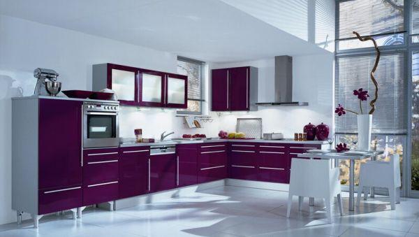 A decoração de cozinhas modernas e coloridas deixará toda a sua casa com clima mais animado (Foto: Divulgação)