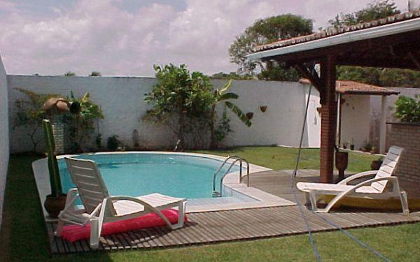 A decoração para área de piscina pequena deve ser ao mesmo tempo funcional e interessante (Foto: Divulgação)