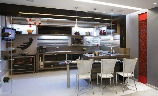 A decoração de cantos para cozinha além de aproveitar ao máximo todos os espaços disponíveis ainda deixa todo o cômodo muito mais bonito (Foto: Divulgação)
