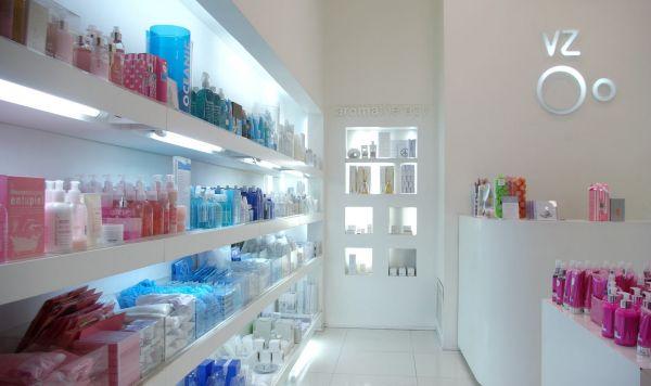 A decoração para loja de cosméticos deve levar em conta a organização do espaço e o destaque que os produtos devem ter (Foto: Divulgação)