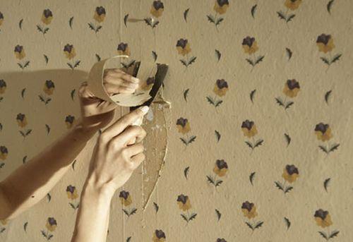 É muito fácil retirar o papel de parede e você pode fazer isso sozinha (Foto: Divulgação)