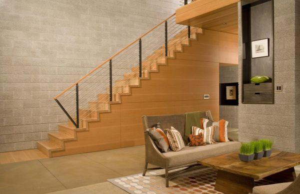 O projeto de casas com escada com tijolos aparentes está em alta e é forte tendência (Foto: Divulgação)