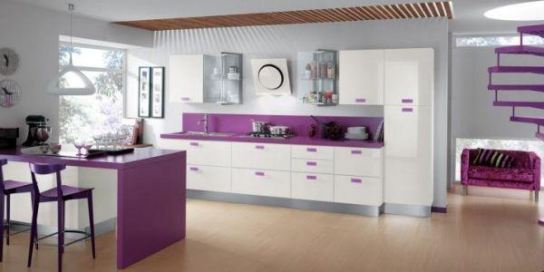 A decoração colorida para cozinhas é a forma mais rápida de incorporar cores à sua vida (Foto: Divulgação)