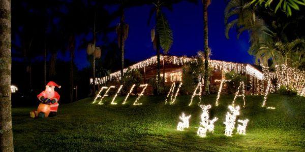 Investir em uma bela da decoração de Natal para jardins irá deixar seu lar muito mais convidativo e aconchegante (Foto: Divulgação)