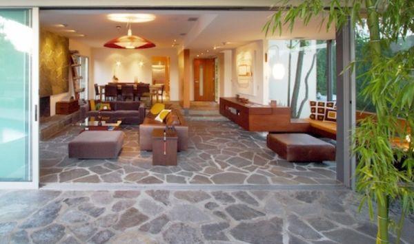 A decoração com pisos de pedra pode ser o ponto especial que você estava buscando para diferenciar o visual de seu lar (Foto: Divulgação)