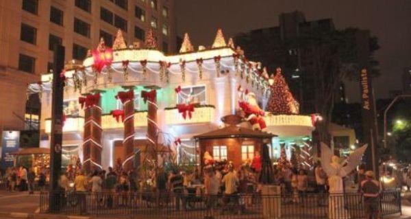 Normalmente a decoração de Natal para bancos sempre chama muito a atenção (Foto: Divulgação)