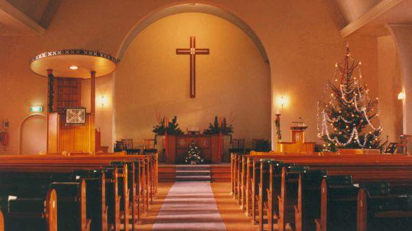 A decoração de Natal para igrejas não precisa ser cara, precisa apenas deixar o espaço com clima ainda mais acolhedor e preparado para os festejos do nascimento de Cristo (Foto: Divulgação)