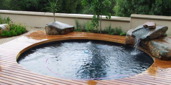 São muitas as opções de piscinas para espaços pequenos, e tanto em relação ao modelo quanto em relação ao custo (Foto: Divulgação)