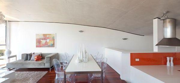 A decoração com móveis transparentes deixa qualquer ambiente muito mais diferenciado (Foto: Divulgação)
