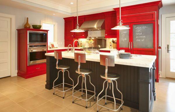 A decoração de cozinhas com gabinetes coloridos deixa toda a casa mais animada e divertida (Foto: Divulgação)