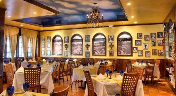 A decoração com móveis planejados para restaurantes é ótima saída para otimizar o espaço do seu estabelecimento (Foto: Divulgação)