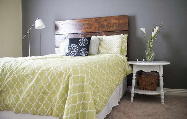 A decoração com mesas de cabeceira é uma ótima forma de diferenciar a decoração de seu quarto (Foto: Divulgação)