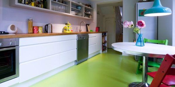 A decoração com piso vinílico é ótima opção para quem quer evitar grandes reformas em casa (Foto: Divulgação)