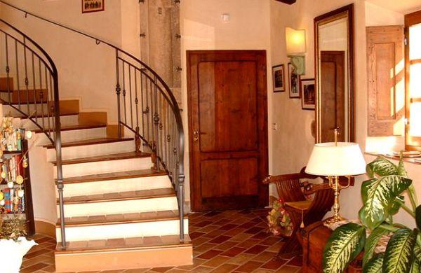 A decoração para entrada de casas ou apartamentos deve ser caprichada, pois todos os detalhes decorativos são importantes para o resultado final do décor de seu lar (Foto: Divulgação)