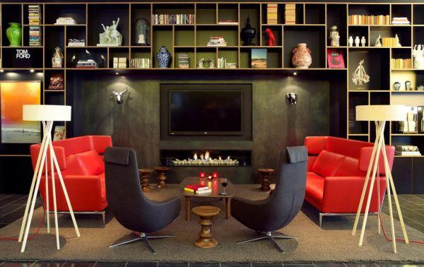 Combinar móveis coloridos na decoração é muito fácil e você pode seguir vários estilos (Foto: Divulgação)