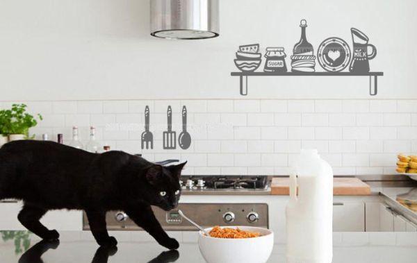 As cozinhas decoradas com adesivos são as melhores alternativas para quem não quer fazer reforma em casa (Foto: Divulgação)