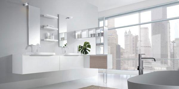 A decoração de banheiros brancos pode ter vários detalhes interessantes (Foto: Divulgação)