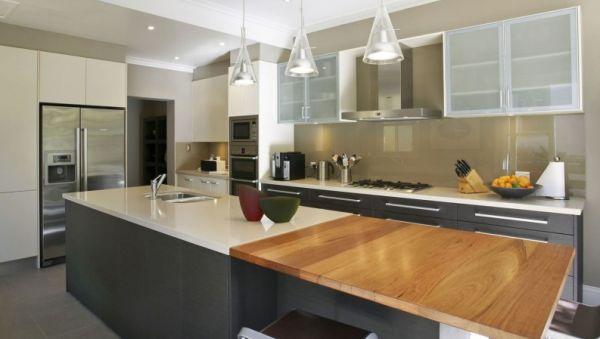 A decoração de cozinhas com vidro splashback é o que há de mais moderno no segmento da decoração atualmente (Foto: Divulgação)