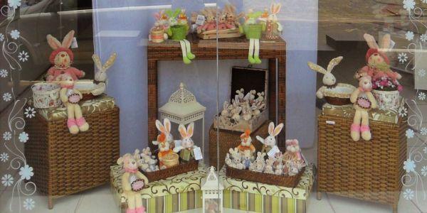 A decoração de Páscoa para vitrines atrai tanto crianças quanto adultos (Foto: Divulgação)