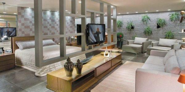 A decoração com móveis como divisores de ambientes é ótima opção para quem está com o orçamento apertado, mas quer remodelar seu décor e subdividir espaços (Foto: Divulgação)