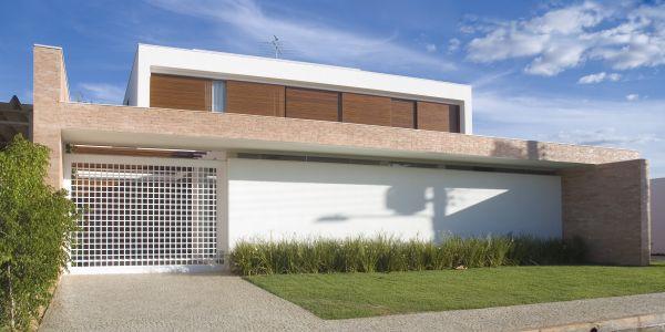 Casa com construção com telhado oculto é o que há de mais moderno na arquitetura atualmente (Foto: Divulgação)