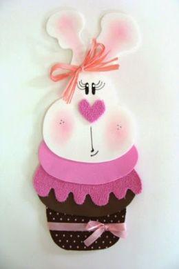 Esta coelhinha em formato de cupcake irá valorizar ainda mais a decoração de seu lar (Foto: Divulgação)