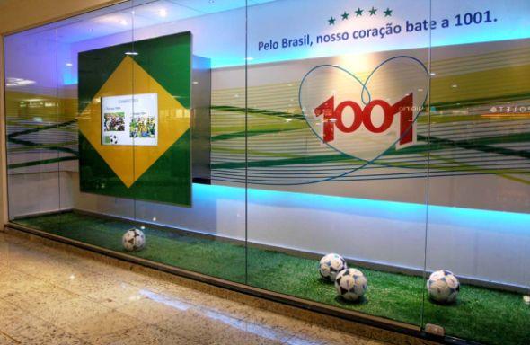 A decoração da Copa do Mundo para vitrines é ótima pedida para atrair mais clientes para o seu comércio (Foto: Divulgação)