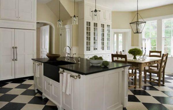 A decoração de cozinha clássica com chão preto e branco é ótima opção para quem busca algo diferenciado para o seu décor (Foto: Divulgação)