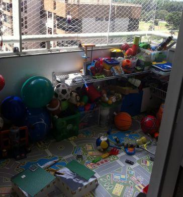 A decoração para brinquedoteca na varanda é ótima saída para quem não tem espaço útil disponível (Foto: Divulgação)