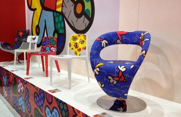 A decoração com móveis do Romero Britto deixa qualquer ambiente com clima muito mais descontraído e divertido (Foto: Divulgação)