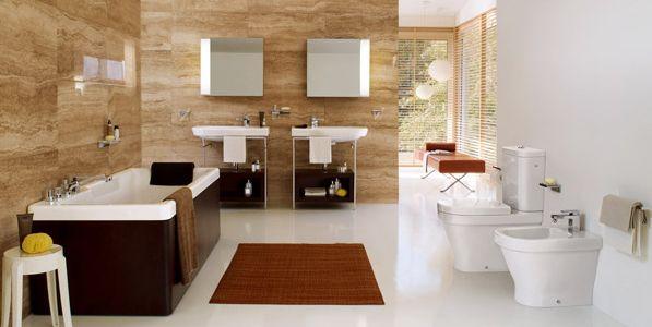 A decoração de banheiros com branco e madeira é uma ótima maneira de repaginar o visual desta parte de sua casa (Foto: Divulgação)